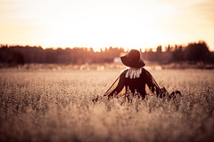 Summer field (Rasmus Luostarinen) Tags: summer girl field hat canon finland photography eos dress productions rasmus 135mm riihimäki luostarinen