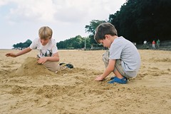 Building Castles (Chi Bellami) Tags: family toby colour film beach 35mm seaside sand nikon oliver kodak scan ollie negative isleofwight scanned 100 ryde nikonos ektar c41 appley nikonosv scalefocus amphibiouscamera zonefocus chibellami photohippo