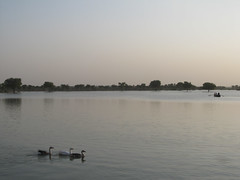 "Lac de Jaisalmer <a style=""margin-left:10px; font-size:0.8em;"" href=""http://www.flickr.com/photos/127723101@N04/22390894015/"" target=""_blank"">@flickr</a>"