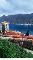 Small town of Perast in Montenegro (Vincent Demers - vincentphoto.com) Tags: voyage city trip travel water architecture bay town eau europe village ville montenegro baie perast travelphotography bayofkotor traveldestination venetianarchitecture photographiedevoyage photodevoyage travellocation