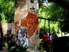 alcalaa 024 (elinapoisa) Tags: alcaladehenares park people graffiti