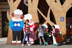 IMG_8573.jpg (小賴賴的相簿) Tags: family kids canon happy 50mm stm 台中 小孩 親子 陽光 chrild 福容飯店 5d2 老樹根 麗寶樂園 anlong77