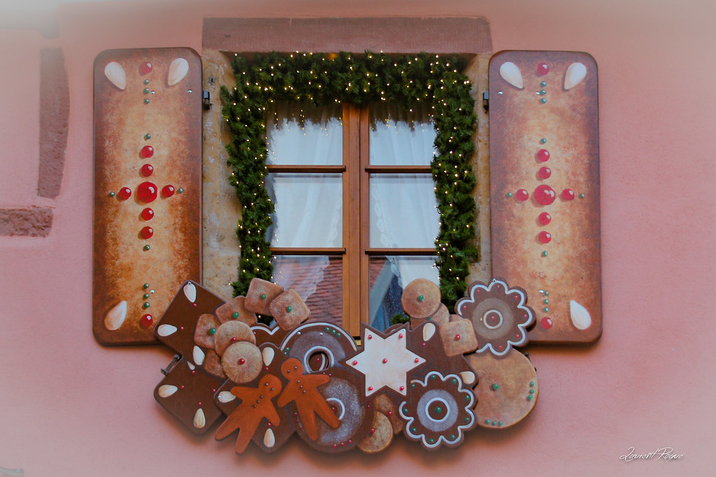 The world 39 s best photos of christmas and riquewihr for Decoration fenetre noel alsace