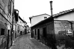 Calle San Vicente De La Sonsierra (Garimba Rekords) Tags: la casas rioja calles piedra sanvicentedelasonsierra