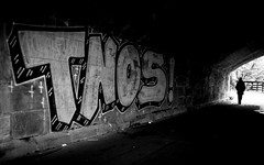 Lonely Walk (Sven Hein) Tags: mann menschen leute strasse unterfhrung herbst schwarzweiss strassenfotografie lonelywalk man people street streetlife silhouette underpass tunnel graffito graffiti autumn fall bw blackandwhite candid streetphotography sony rx100m3 rx100iii