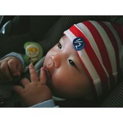 阿樂仔第一次出遊,就來去參觀 #朱銘 #美術館 ,一整個看得入迷了,補給一下藝術氣息,以後當真文青!😂😆🙊  My baby makes his first trip to #JUMING #MUSUEM , definitely something fascinated him a lot, never claims we his eyes :)