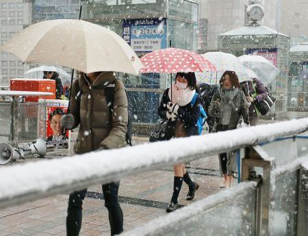 102420_1st-nov-snowfall-in-54-years-as-cold-air-grips-tokyo