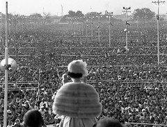 #Queen Elizabeth II addresses a vast gathering of more than a quarter of a million in India, 1961 [1600  1223] #history #retro #vintage #dh #HistoryPorn http://ift.tt/2hdf8eB (Histolines) Tags: histolines history timeline retro vinatage queen elizabeth ii addresses vast gathering more than quarter million india 1961 1600  1223 vintage dh historyporn httpifttt2hdf8eb