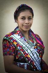 Princesa del viento (ajpucarlos) Tags: roja sacatepéquez santiagosacatepéquez guatemala barrilete princesa exterior güipil traje indumentaria maya 1 de noviembre 2016
