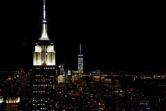 Las dos torres (Miradortigre) Tags: night noche negro noir black light luces lucce nyc newyork town city ciudad urbe urbano usa america nightlife life vida nocturna lumiere
