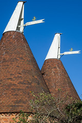 Dual Oast (ClydeHouse) Tags: byandrew cowl rolvenden kent oasthouse weathervane