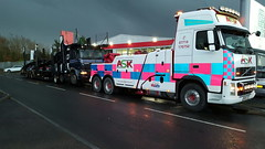 Volvo FH13 Front Suspending Empty Car Transporter (JAMES2039) Tags: volvo tow towtruck truck lorry wrecker heavy underlift heavyunderlift 6wheeler frontsuspend daf cardiff rescue breakdown night ask askrecovery recovery fh13 pn09juc pn09 juc 75 85 95 cf car transporter cartransporter