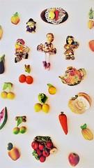 Porta de geladeira (Jos Argemiro) Tags: geladeira porta ms enfeites pingentes penduricalhos refrigerador fridgedoor magnets cozinha