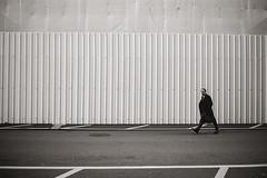 walk in (Silvio Naef) Tags: pakon leica contax film ilford delta zrich street