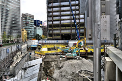 Hanshin Departmet Store under construction, Umeda, Osaka (jtabn99) Tags: construction hanshin osaka japan nippon nihon umeda 20161126 street crossing building