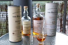 Kaksi vanhaa puuta (vai kolme): Balvenie DoubleWood vs. Triple Cask (plepola) Tags: whiskey whisky singlemalt balvenie viski canoneos6d sigma50mmf14dghsmart