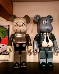 Oooooh! Very rare 1000% Bearbricks by Kaws and Frank Kozik. #bearbrick #kozik #kaws #urbanvinyl #rare (richard goodall gallery) Tags: by frank very kaws urbanvinyl oooooh rare 1000 kozik bearbrick bearbricks