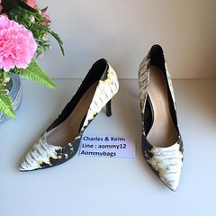 รองเท้าคัทชู หัวแหลม ส้นเข็ม สีมัลติ สูง 2 นิ้ว ราคา 1,900 บาท รุ่นขายดี.📌การวัดไซส์รองเท้า ให้วัดจากนิ้วโป้งเท้าถึงส้นเท้า ยี่ห้อนี้ส่วนใหญ่จะลบ1เบอร์ค่ะ ถ้าท่านสั่งเบอร์ผิดแล้วใส่ไม่ได้ ทางร้านไม่รับเปลี่ยนนะคะ ท่านต้องเชคให้ดีก่อนสั่งค่ะ เพื่อค