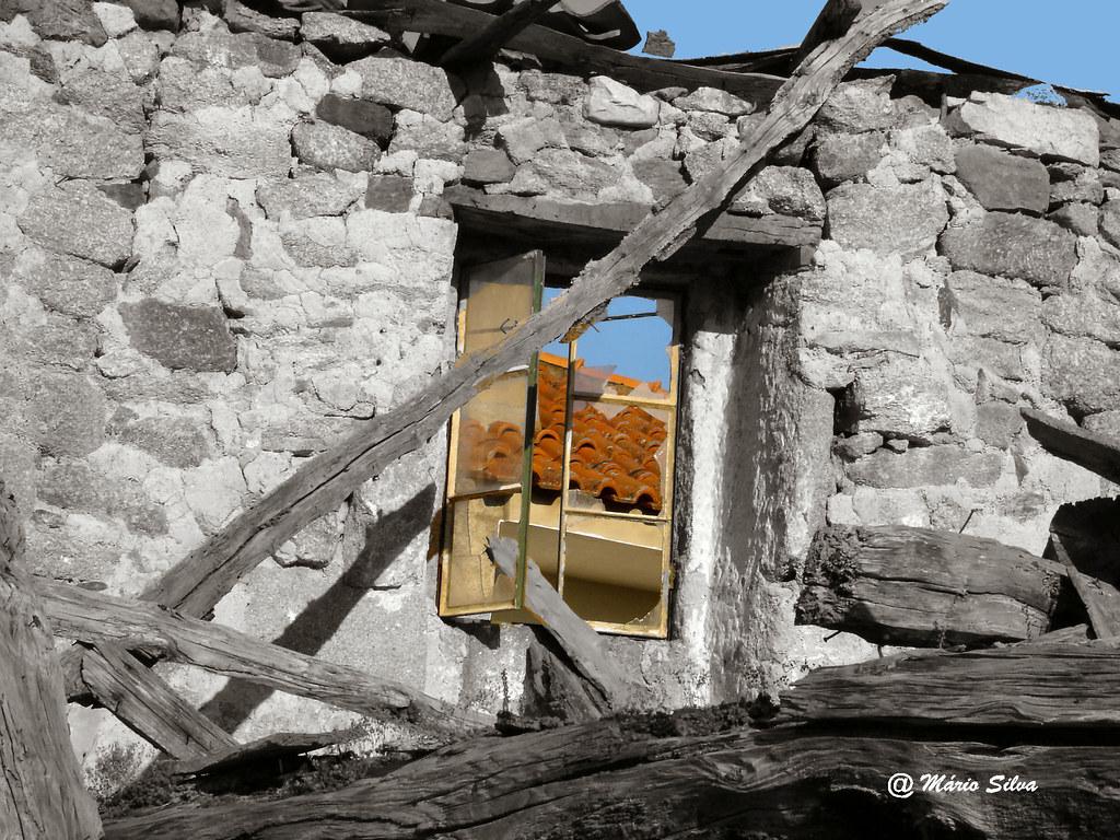 Águas Frias (Chaves) - ... vista pelas ruínas (2007)