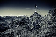 Summit (DaOpfer) Tags: felsen k7 kreuz latsche pentax rock schwarzweis wallberg zeissplanart50mmf14 autumn blackandwhite gipfel herbst kretschart kretschartdemeandmypentax meandmypentaxde summit sunny photosergelandscape32