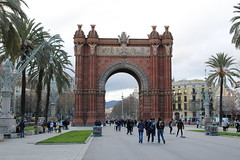 "Arco de Triunfo en Barcelona • <a style=""font-size:0.8em;"" href=""http://www.flickr.com/photos/78328875@N05/22988832290/"" target=""_blank"">View on Flickr</a>"
