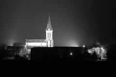 Nuit d'hiver en Lorraine (yom1) Tags: winter light blackandwhite bw white black france cold church night canon dark eos rebel countryside blackwhite europe village noiretblanc nacht hiver illumination iglesia nb sombre lightening lorraine campagne nuit glise froid notte eglise meuse xsi dcembre noirblanc indirect clairage 70300 kirsche eos450d ef70300isusm 450d barrois rebelxsi fouchres fouchresauxbois yom1