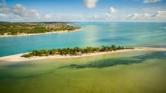 COROA DO AVIÃO ITAMARACÁ - PE. (Thales Paiva) Tags: 3 brasil professional recife turismo ilha aguas pernambuco praias melhores phanton quentes coroadoaviãoéumailhotalocalizadanomunicípiodeigarassunoestadobrasileirodepernambucocomaproximadamente560metrosdeextensãopor80mdelargura ébasicamenteumbancodeareiacobertodevegetaçãoealgumasconstruções