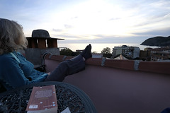 Watching sunset from roof terrace (MoJo_3016) Tags: italien italy italia ligurien liguria levanto cinque terre meer mare sea herbst autumn sonnenuntergang dusk