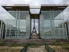 IMG_20160919_153200 (paddy75) Tags: frankrijk parijs paris champdemars murpourlapaix monument toureiffel eiffeltoren