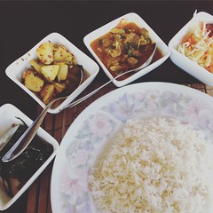 The famous rice and curry 😅  #srilankacuisine #ricencurry #porkcurry