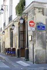 Le Village Saint-Paul  Paris (Kristel Van Loock) Tags: city travel paris france europa europe frankrijk francia viaggio parijs citt parigi lemarais capitalcity citytrip visitparis ruesaintpaul villagesaintpaul levillagesaintpaul httpwwwlevillagesaintpaulcom