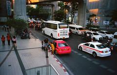 IMG_20150823_0021_s (Aomperture) Tags: street leica zeiss bangkok leicam3 bangkokstreet zeissbiogon35mmf2