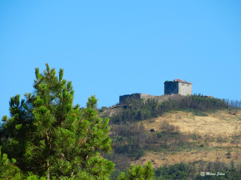 Águas Frias (Chaves) - ... O Castelo de Monforte de Rio Livre no alto da serra do brunheiro ...