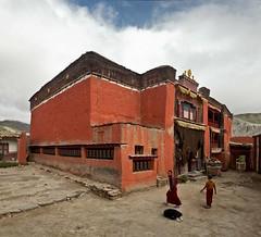 Tsarang monastery (Sophie et Fred) Tags: nepal trek kingdom monk lo monastery tibetan mustang himalaya monastre 2015 moine boudhism boudhisme royaume tibtain tsarang