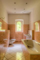 20151002-FD-flickr-0024.jpg (esbol) Tags: bathroom shower ceramics sink bad toilet toilette bathtub badewanne urinals pissoir keramik dusche waschbecken kloschssel kloset