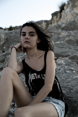 Ins (RokerEsp) Tags: summer portrait people mountains girl atardecer mujer model women chica exterior gente retrato young modelo metallica verano campo dawning montaa aire libre joven tirantes