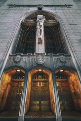 St. Peter's Church (Zouhair Lhaloui) Tags: buildings architecture chicago windycity illinois urban city usa villeamericaine americancity midwest stpeterschurch church faith christ religion statue gates doors light building outdoor zouhairlhaloui zlphotography 20166 printsale discover explore