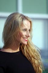 Ein Lcheln ist oft das Wesentliche. Man wird mit einem Lcheln belohnt oder belebt.  - ANTOINE DE SAINT-EXUPRY (Knarfs1) Tags: girl woman frau mdchen blond haare haar hair portrait smile lcheln