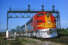 Classics at Ottawa (joemcmillan118) Tags: kansas ottawajunction westbound manifesttrain emdf7a 326l signalbridge