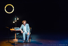Ronald Snijders | One Man Show | Luxor | Rotterdam (zzapback) Tags: show rotterdam theater absurd stage enjoy cabaret luxor toneel absurdist onemanshow artiest oudeluxor cabaretier sterrenshow willemruis dwdd ronaldsnijders absurdisme zzapback alfabetweter