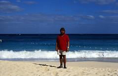 Bahamas 1988 (262) Paradise Island: Paradise Beach (Rüdiger Stehn) Tags: strand analog 35mm meer wasser 1988 slide dia scan insel bahamas nassau amerika 1980s landschaft paradiseisland atlantik thebahamas karibik newprovidence paradisebeach nordamerika mittelamerika contax137md analogfilm kleinbild canoscan8800f kbfilm westindischeinseln 1980er diapositivfilm