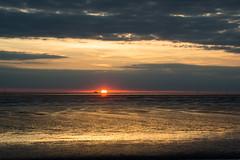 Abendstimmung am Wattenmeer (grasso.gino) Tags: deutschland germany niedersachsen wursternordseekste wremen nikon d5200 wattenmeer watt mudflats sonne sun abend evening sonnenuntergang sundown farbe colour wolken clouds gold wolke cloud himmel sky