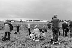 Shoot it! (Mathay Jean-Luc) Tags: canon eos sigma 1100d rebelt3 plane avion warbird airshow meetingarien merville france flandre flanders europe nordpasdecalais people gens airfield arodrome outdoor extrieur sky ciel clouds nuages fence cloture bw noiretblanc blackandwhite airplane