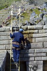 Limpieza en machu picchu (Peru) (Yerson Diaz) Tags: machu picchu peru limpieza paisaje trabajo