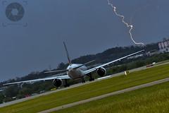 Toma Avin y rayo (AAPP Diseo Grfico / Fotografa) Tags: avin airplane rayo lighting aeropuerto uruguay airport spotters tormenta storm carrasco