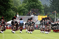 Pipe Band Enters (See animation below) (FotoFling Scotland) Tags: birnam highlandgames kilt pipeband perthshire animation