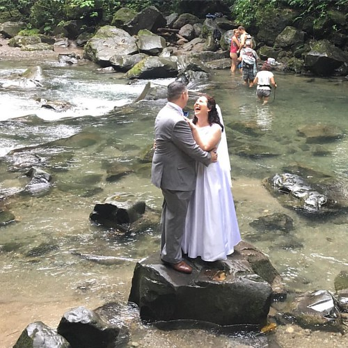 Happiest couple ever #lafortunawaterfall #costarica #wedding