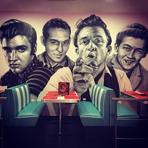 Old School Diner #oldschool #fifties #elvis #americangraffiti #vintage #vintagestyle #usa #casoli #abruzzo #chieti #pub #tbt #instalove #instagood #instadaily #insta #old