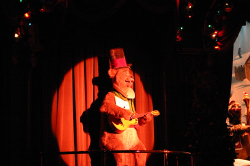 "The Host of Country Bears Christmas Special - Henry • <a style=""font-size:0.8em;"" href=""http://www.flickr.com/photos/28558260@N04/31001103030/"" target=""_blank"">View on Flickr</a>"