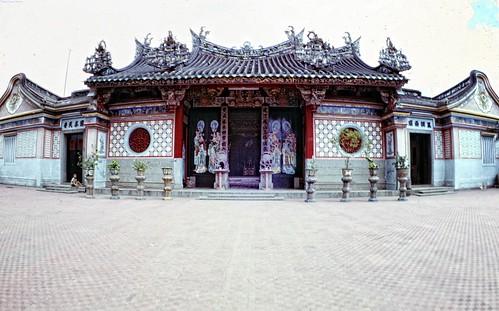 Thất Phủ Thiên Hậu Cung & Sa Đéc, Đồng Tháp province - Photo by Christopher Ness 1969